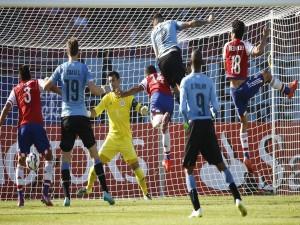 """Jugadores de Paraguay y Uruguay en la portería de Justo Villar (Paraguay) """"Copa Améria 2015"""""""