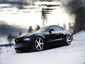 Ford Mustang sobre la nieve