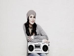 Lena Meyer-Landrut con un radiocasete