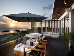 Bonita terraza con vistas a la playa