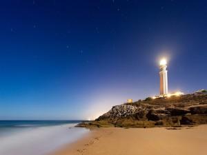 Estrellas sobre el faro de Cabo de Trafalgar (Cádiz, España)