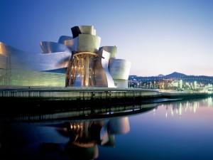 Museo Guggenheim visto al amanecer (Bilbao, España)