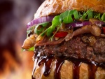 Una rica hamburguesa con salsa barbacoa