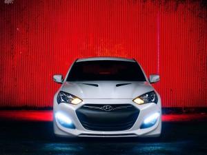 Hyundai Genesis con las luces encendidas