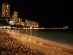 Noche en una playa urbana