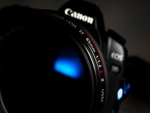Una cámara de fotos Canon