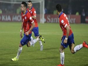 "Mauricio Isla (Chile) tras meter un gol a Uruguay ""Copa América Chile 2015"""