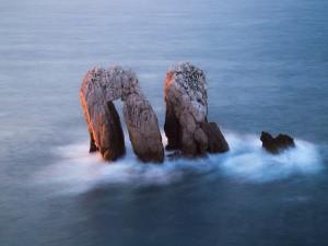 Unas rocas en el mar