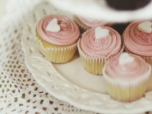 Cupcakes con un corazón blanco