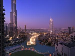 Dubái al anochecer