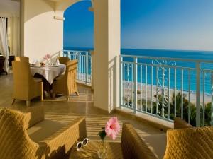 Balcón con una bella vista al mar
