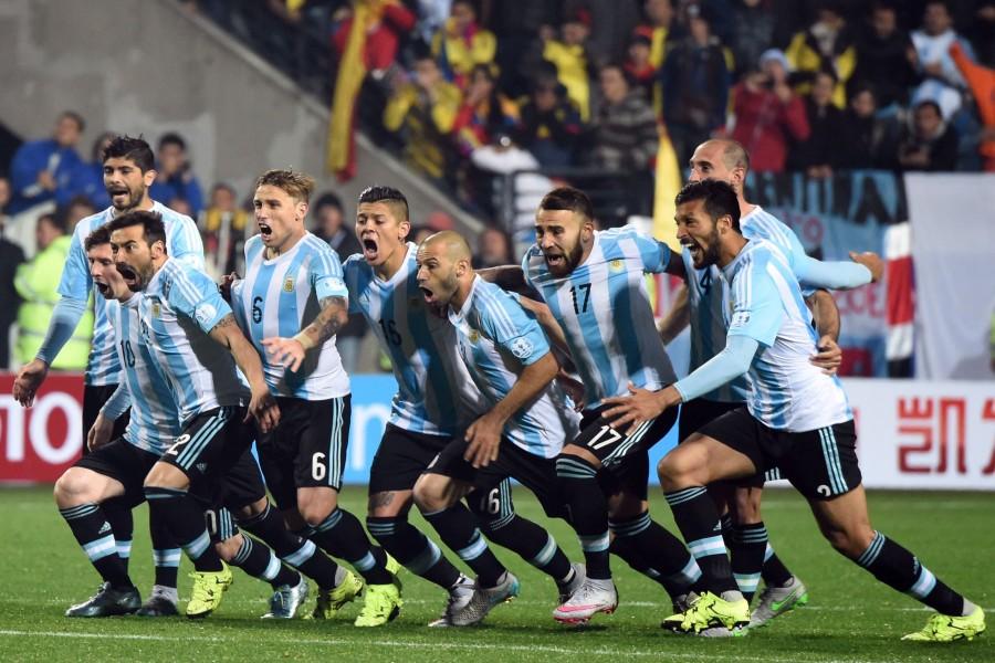 """Alegría de los jugadores argentinos tras ganar a Colombia en los penales """"Copa América 2015"""""""