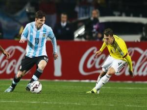 """Messi (Argentina) en una jugada con Arias (Colombia) """"Copa América Chile 2015"""""""