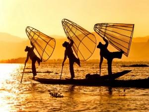 Pescadores a la salida del sol