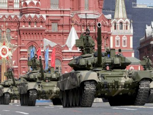 Desfile de vehículos militares en Moscú