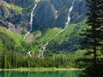 Cascadas vistas desde el lago