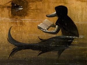 """Criatura leyendo un libro, imagen en el panel izquierdo de """"El jardín de las delicias"""" (El Bosco)"""
