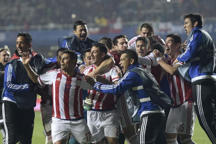 """Jugadores de Paraguay festejando su pase a semifinales """"Copa América Chile 2015"""""""