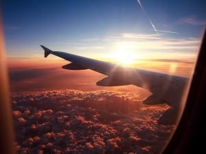 Contemplando el paisaje desde un avión
