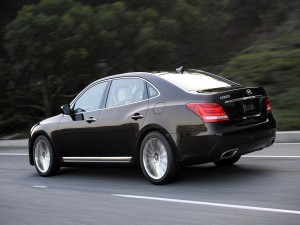 Hyundai Equus en una carretera