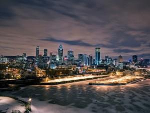 Fría noche de invierno en una ciudad