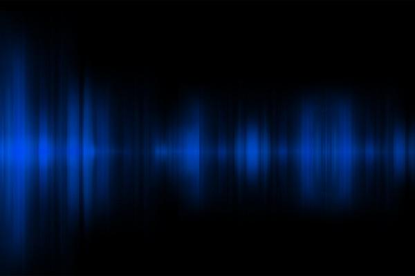 Reflejos azules en la oscuridad