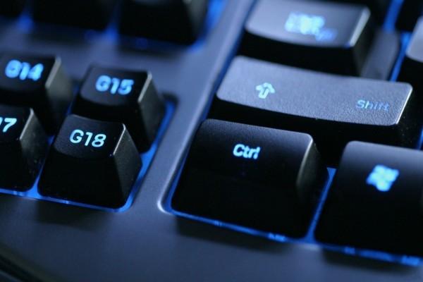 Teclas de Control y Shift iluminadas