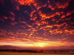Cielo nuboso al amanecer