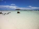 Aguas cristalinas en una playa de Fuerteventura (Canarias, España)