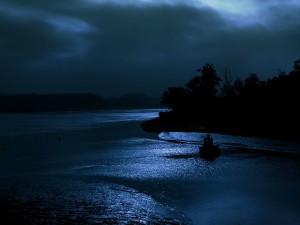 Barco en la noche