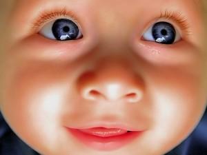 La cara de un lindo bebé