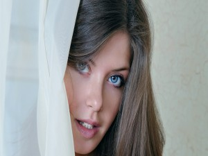 Chica con ojos azules