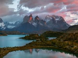 Lago en el  Parque Nacional Torres del Paine (Chile)