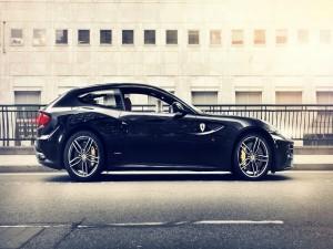 Ferrari FF de color negro