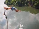 Bungee sobre un río