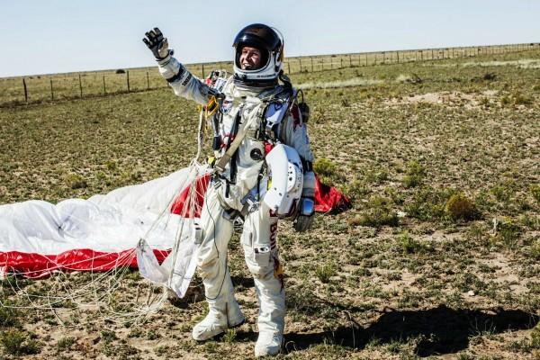 Felix Baumgartner al aterrizar de la misión Red Bull Stratos