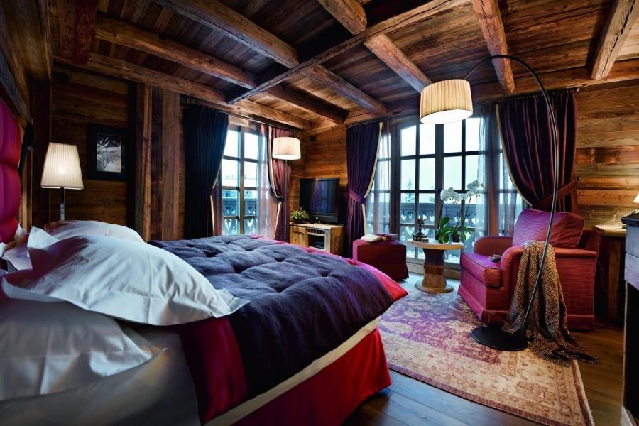 Bonita y confortable habitación en una casa de madera