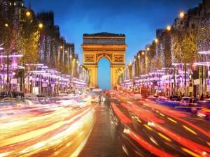 Luces en la Avenida de los Campos Elíseos (París, Francia)
