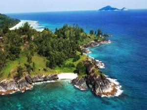 Vistas de una isla en el mar