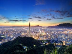 Taipéi iluminada al amanecer (Taiwán)
