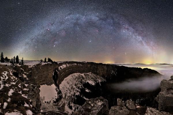 Vía Láctea sobre un paraje nevado