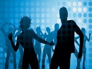 Grupo de gente bailando