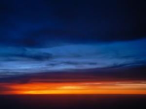 Franjas en el cielo al amanecer