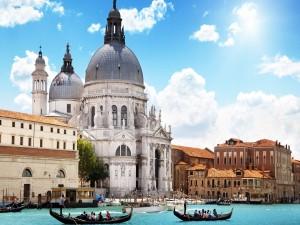 Sol brillando en Venecia