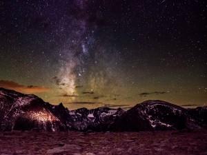 Noche estrellada sobre el Parque Nacional de las Montañas Rocosas (Colorado)
