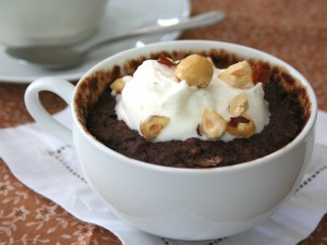 Mug cake de chocolate y avellanas