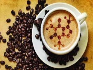 Taza de café con un dibujo muy creativo