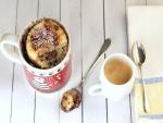 Mug cake y una taza de café