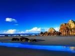 Cielo azul sobre una gran playa