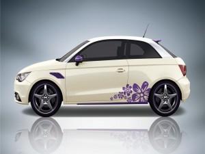 Audi A1 ABT de color blanco con flores púrpura